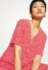 Monki - SILENA DRESS - Skjortekjole - red - 4