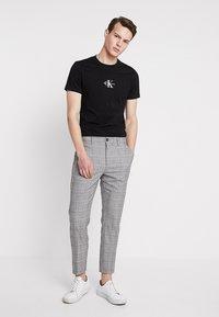 KIOMI - Trousers - light grey - 1