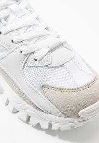 Umbro Projects - BUMPY - Sneakersy niskie - white - 2