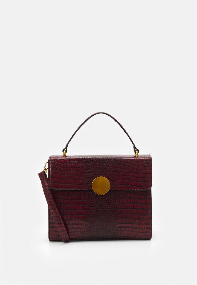BEATE - Handbag - wine