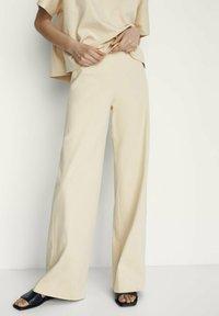 Massimo Dutti - Spodnie materiałowe - beige - 0