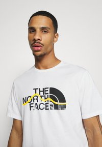 The North Face - MOUNTAIN LINE TEE - Print T-shirt - white/summit gold - 3