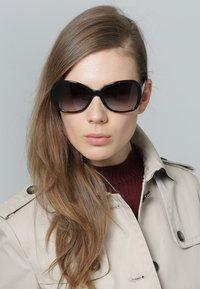 Versace - Occhiali da sole - black - 0