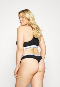 Calvin Klein Underwear - CAROUSEL PLUS SIZE THONG 3 PACK - Thong - black/white/grey heather - 2