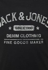 Jack & Jones - JJEJEANS TEE O NECK - Print T-shirt - black - 2