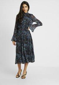 Hope & Ivy Tall - HANKEY HEM DRESS WITH FLUTED SLEEVE - Juhlamekko - blue - 2