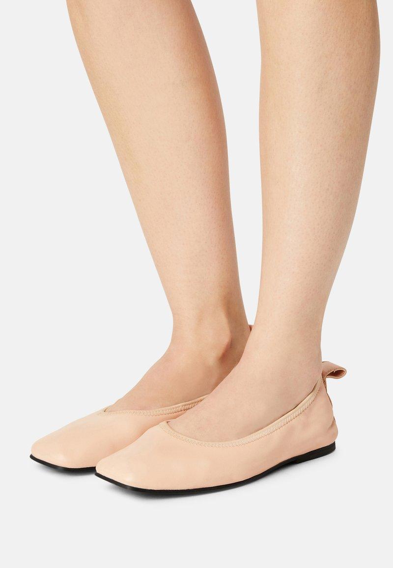 Clarks - PURE BALLET - Ballet pumps - light pink lea