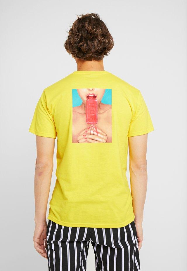 ICE CREAM TEE - Print T-shirt - yellow