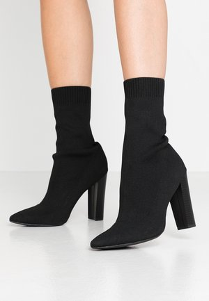 STACKED HEEL POINTED TOE - Ankelboots med høye hæler - black