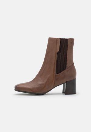 Korte laarzen - nougat