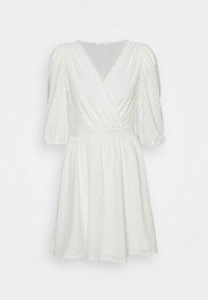 VIFLORENCE DRESS - Jersey dress - cloud dancer