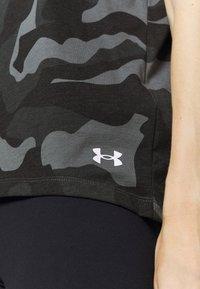 Under Armour - LIVE FASHION DENALI PRINT - Print T-shirt - black - 4