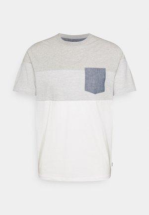 JJCONTRAST POCKET TEE CREW NECK - Print T-shirt - light grey melange