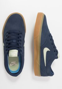 Nike SB - CHARGE - Skateschoenen - midnight navy/olive aura/light cream/light brown - 1