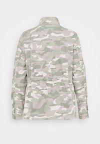 GAP Petite - CORE UTILITY JACKET SOLID - Denim jacket - green - 1