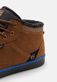 Etnies - JEFFERSON - Skateschoenen - brown - 5