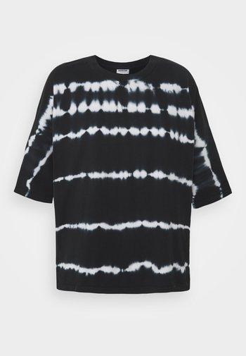 NMBUSTER TIE DYE - T-shirt z nadrukiem - black