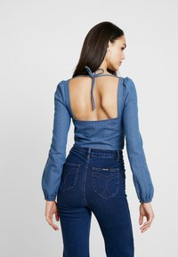 Missguided - SQUARE NECK ZIP CROP - Blouse - blue - 2
