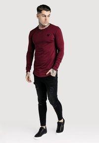 SIKSILK - GYM TEE - Long sleeved top - burgundy - 1