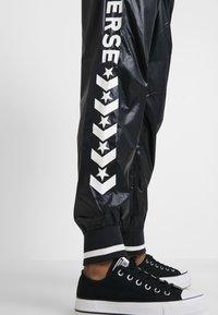 Converse - VOLTAGE JOGGERS - Trousers - black - 4