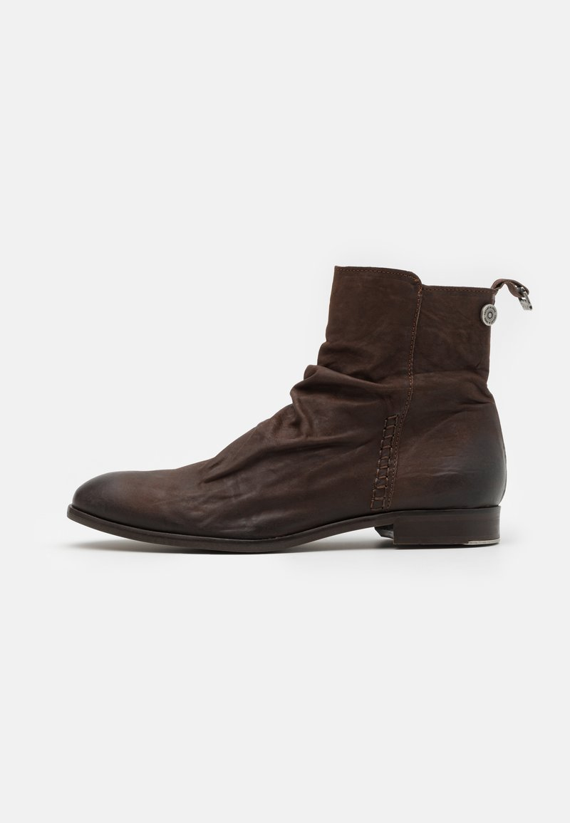 Shelby & Sons - MCCARTHY SLOUCH BOOT - Kotníkové boty - brown
