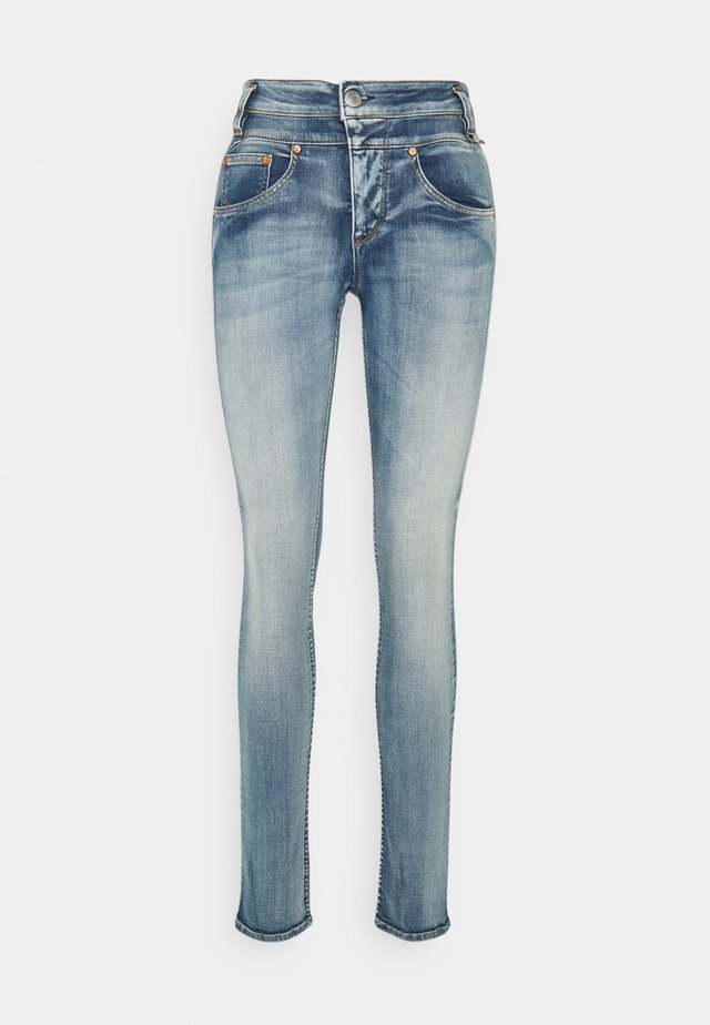 SHARP SLIM ORGANIC - Džíny Slim Fit - faded blue