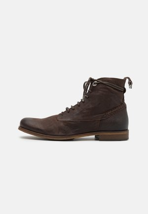 LACE UP BOOT - Botki sznurowane - brown