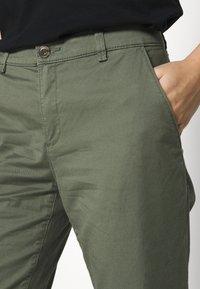Esprit - Pantalones chinos - khaki green - 5