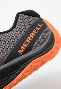 Merrell - TRAIL GLOVE 5 - Trail running shoes - rock - 5