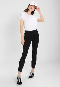 Tommy Jeans - ORIGINAL SOFT TEE - T-shirts - classic white - 1