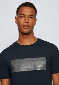 BOSS - TEE BATCH  Z - T-shirts print - dark blue - 3