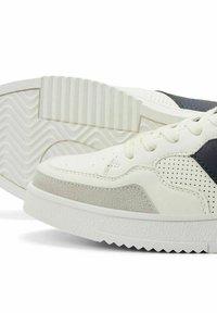 Jack & Jones - Sneakersy niskie - navy blazer - 4