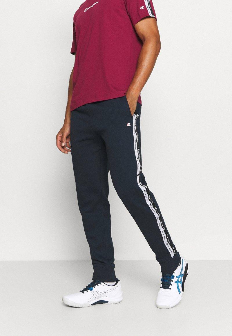 Champion - CUFF PANTS - Teplákové kalhoty - dark blue