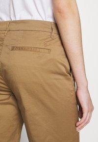 CLOSED - HOLDEN - Shorts - golden oak - 4