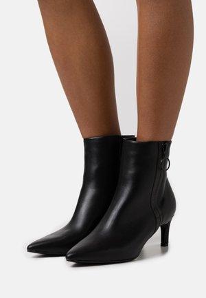 CAPRI BOOTIE - Kotníkové boty - black