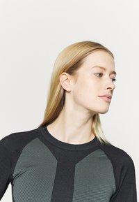 Hunkemöller - THE MOTION CROP - Camiseta de manga larga - balsam - 3