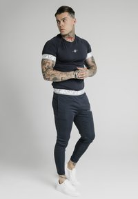 SIKSILK - SCOPE TAPE TRACK PANT - Trainingsbroek - navy - 1
