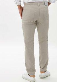 BRAX - STYLE CADIZ SQ - Pantalon classique - beige - 2