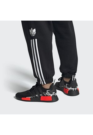 NMD_R1 BOOST SHOES - Matalavartiset tennarit - black