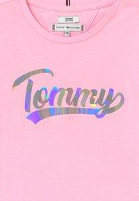 Tommy Hilfiger - SCRIPT FILM - Top sdlouhým rukávem - pink - 2