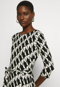 Wallis - BELTED JERSEY DRESS - Sukienka z dżerseju - mono - 3