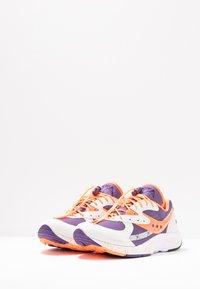 Saucony - AYA - Matalavartiset tennarit - white/purple/orange - 2
