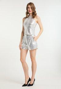 faina - Shorts - silber - 1