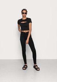 ONLY - ONLBLUSH MID RAW - Jeans Skinny Fit - black denim - 1
