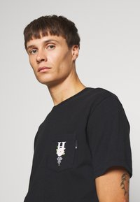 HUF - CENTRAL PARK POCKET TEE - T-shirt print - black - 3