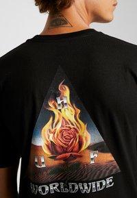HUF - EMBER ROSE TEE - Print T-shirt - black - 4