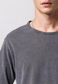 Tigha - JONAH - Long sleeved top - vintage stone grey - 3