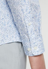 Selected Homme - SLHREGSEL HART - Shirt - white/blue - 3