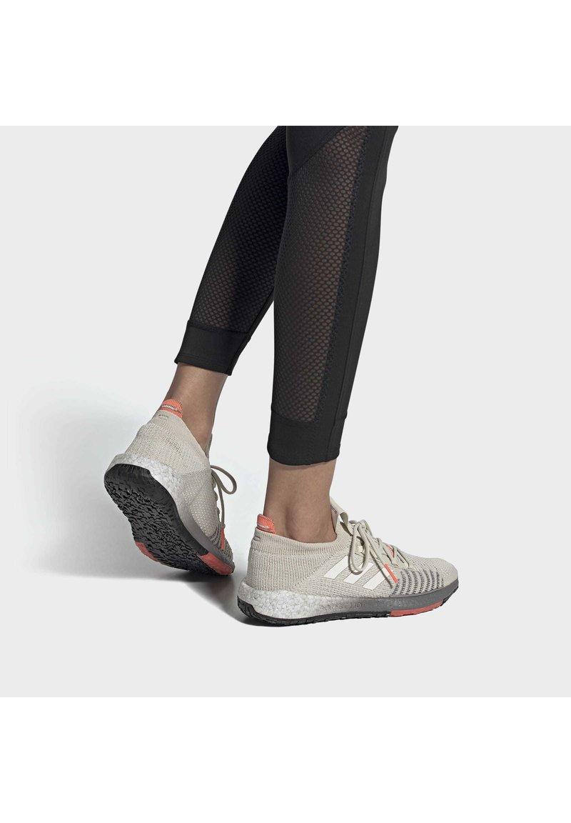adidas Performance - 2020-02-01 PULSEBOOST HD - Obuwie do biegania treningowe - beige