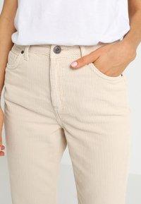 BDG Urban Outfitters - MOM - Kangashousut - white - 3